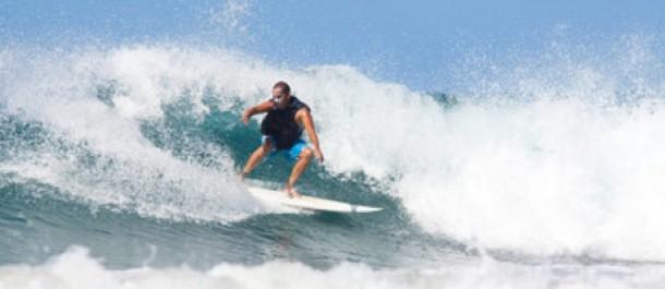 Surffaaja Santa Teresalla