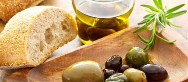 Oliiveja ja espanjalaista leipää
