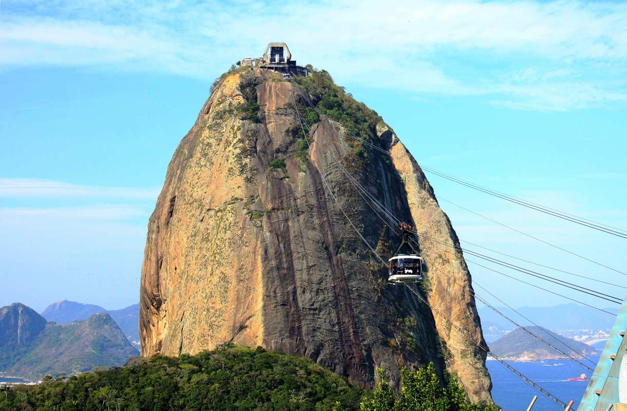 Sokeritoppavuori on toinen Brasilian ikonisista nähtävyyksistä.