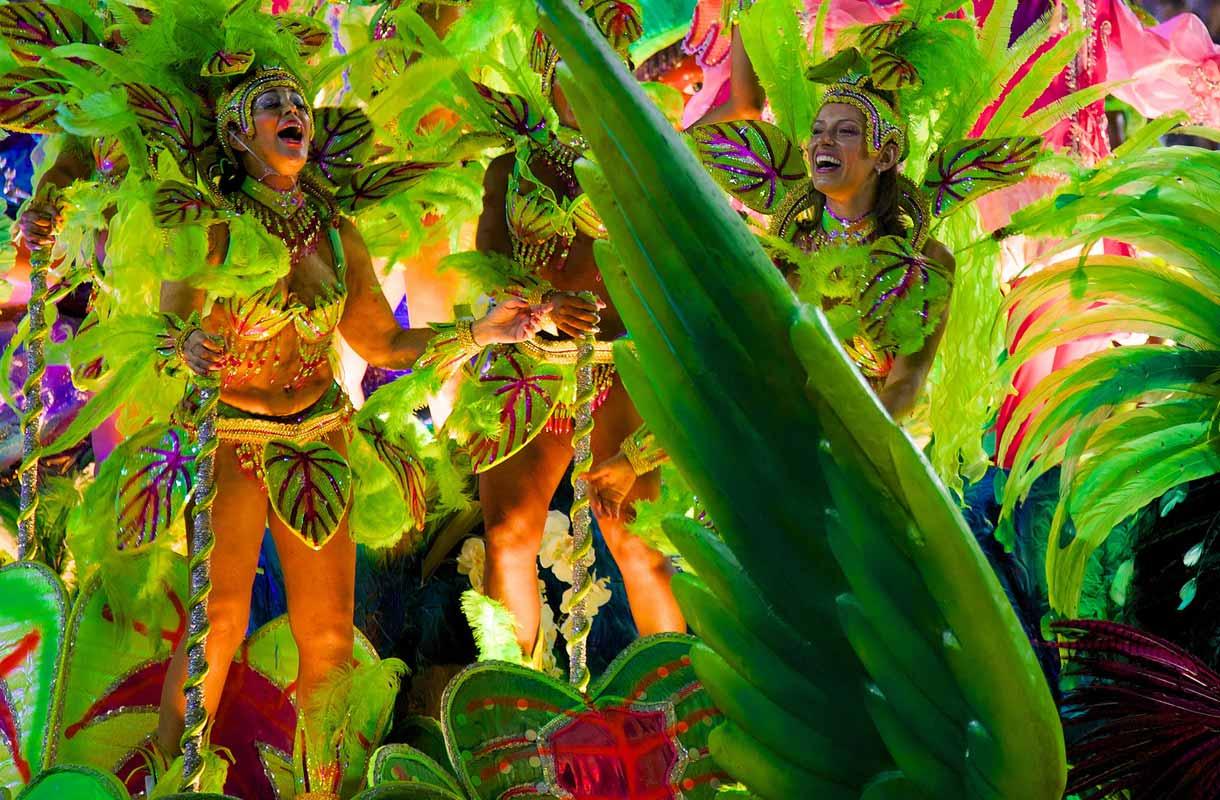 Rio de Janeiro tunnetaan samban rytmeistä.