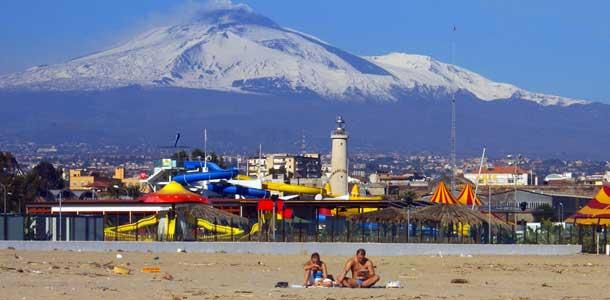 Vuoristoa ja rantoja Sisiliassa