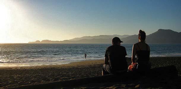 Häämatkalaiset rannalla