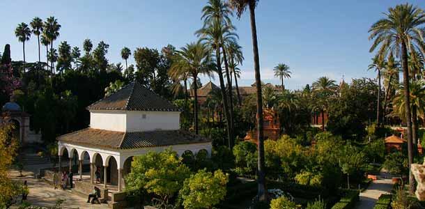 Alcazarin linnan puutarha Sevillassa