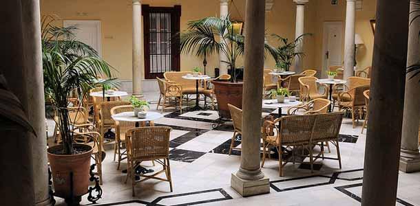 Lennot, majoitus ja liikkuminen Sevillassa