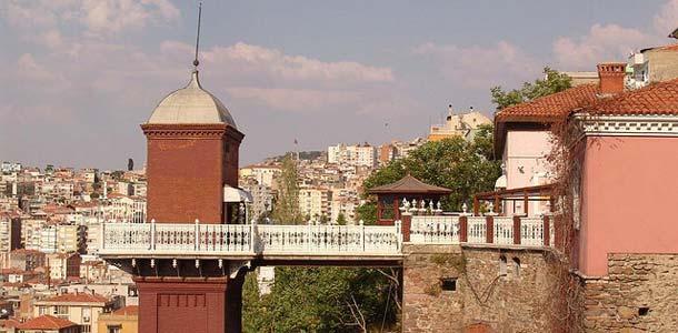 Izmir on Turkin kolmanneksi suurin kaupunki