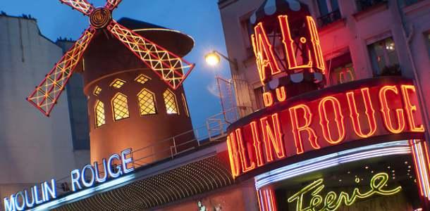 Moulin Rouge -teatterin valokyltit Pariisissa