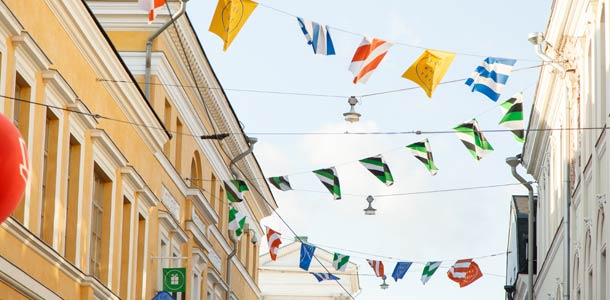 Helsingin torikorttelit juhlapäivänä