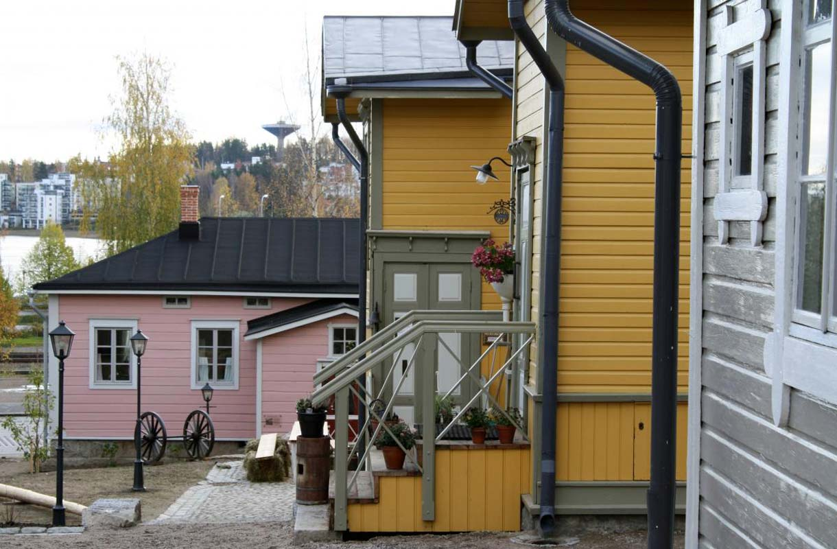 Toivolan Vanhalta Pihalta löytyy käsityöläiskauppoja, kahvila sekä museo.
