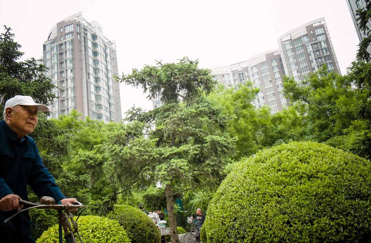 Pekingistä löytyy myös kauniita viheralueita.