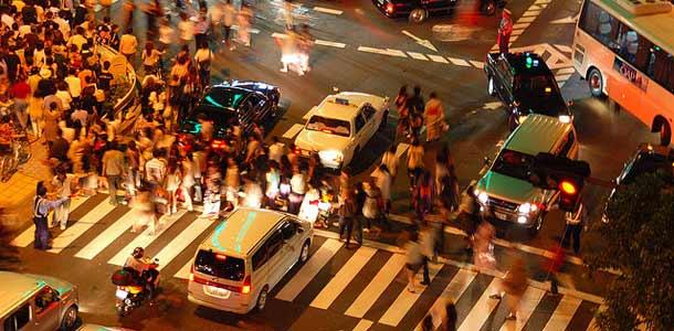Liikenteen vilinää Osakassa