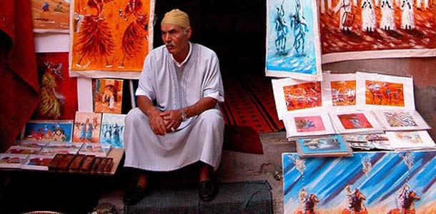 Taidekauppias Marokon Marrakechissa