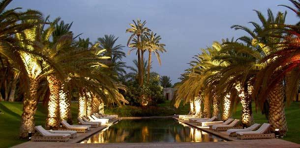 Marrakechin lämmöstä on mukava nauttia uima-altaalla