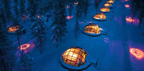 Lasi-iglut houkuttelevat turisteja Saariselällä