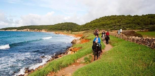 Kokeile ratsastusta Menorcan rantamaisemissa