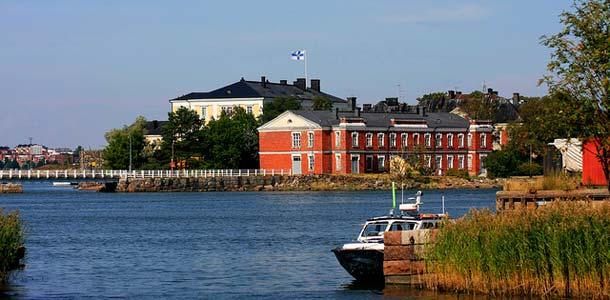 Suomenlinna mereltä päin