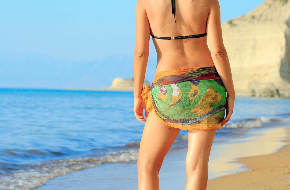 alastomat naiset rannalla lahti