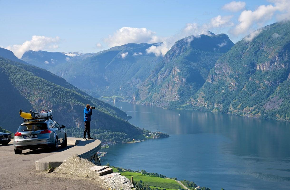 Autolomalla Norjassa Vuonoja Vuoria Ja Merimaisemia