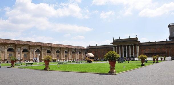 Vatikaanin museot ovat suosittu käyntikohde