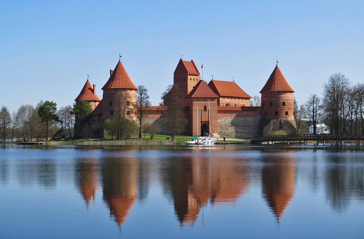 Trakai sijaitsee 30 kilometrin päässä Vilnasta.