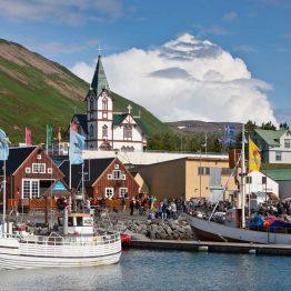 Perinteisiä värikkäitä taloja Islannissa