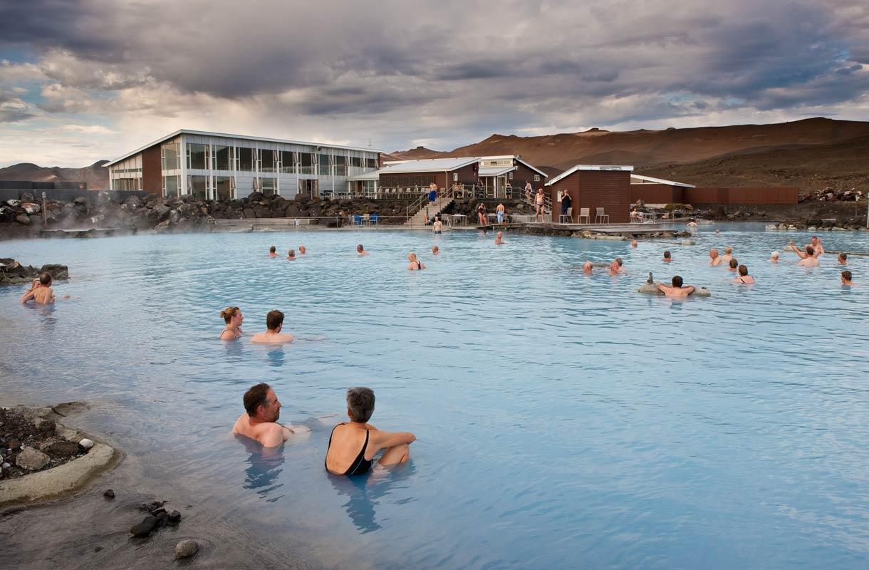 Kuumissa lähteissä kylvetään Islannissa.
