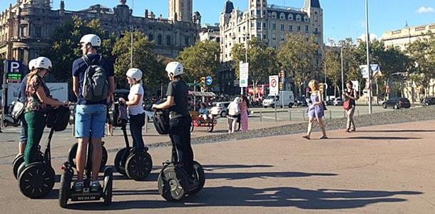 Barcelonaan voi tutustua myös Segway-ajelulla