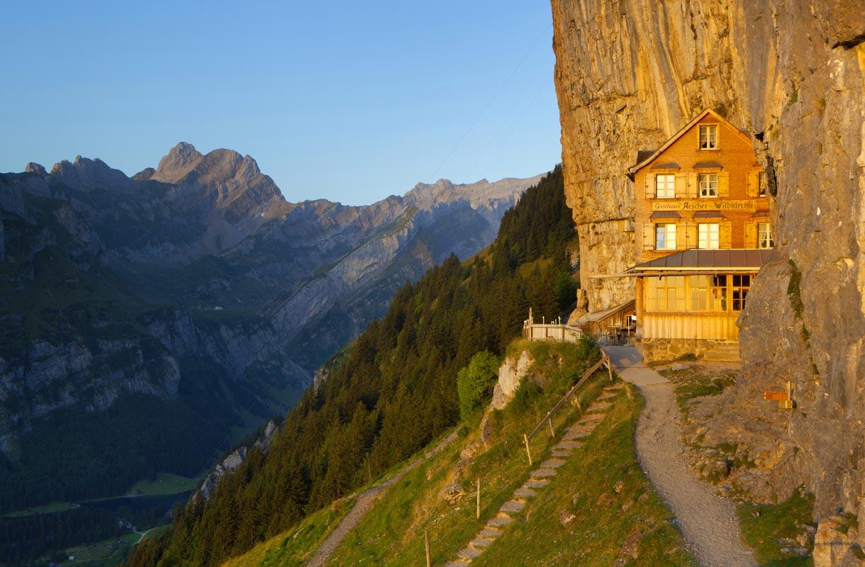 Majatalo Sveitsissä