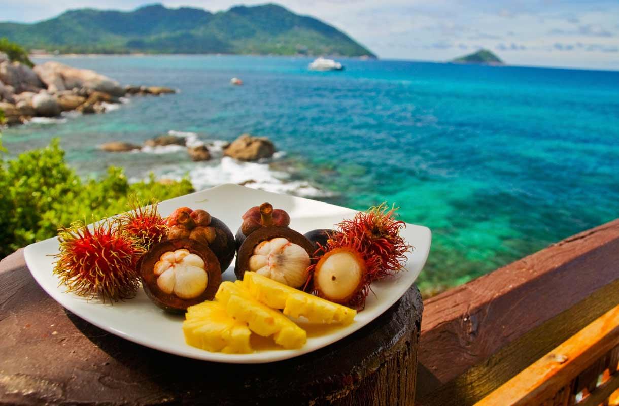 Eksoottiset hedelmät maistuvat Thaimaassa