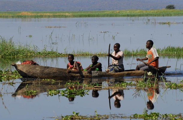 Sambia-paikallinen-kalastusvene-Flickr-villeton