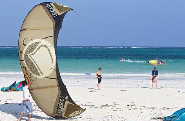 Leijasurffaus on suosittua Diani Beachilla.