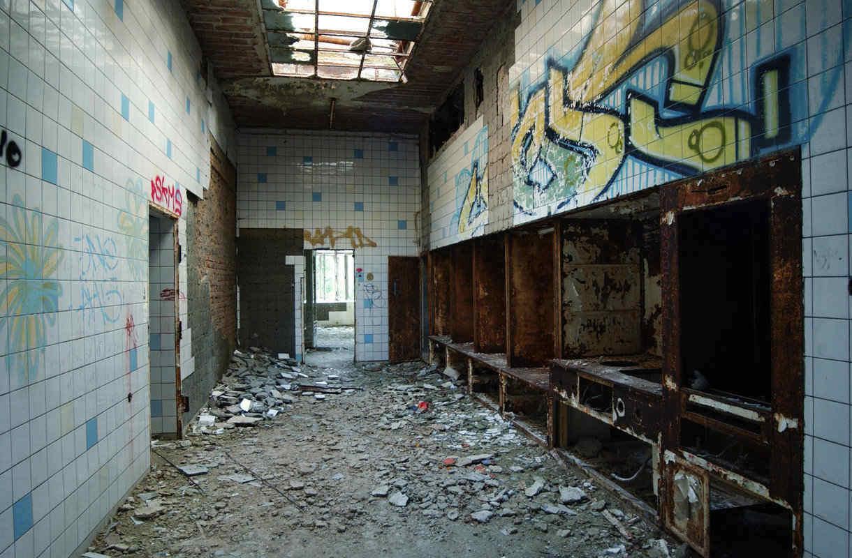Berliinin hylättyyn sairaalaan tehdään opastettuja kierroksia