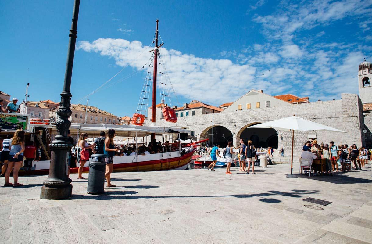 Dubrovnikin satama Kroatiassa