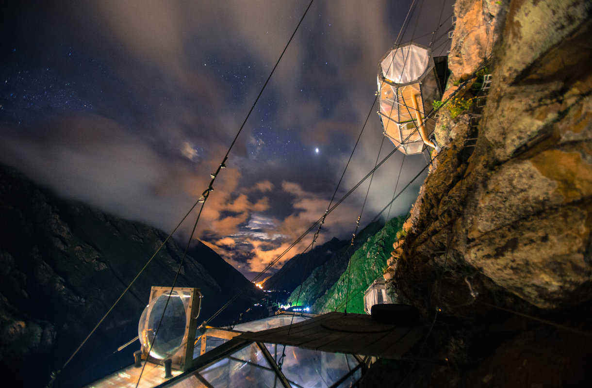 Perun kapselihotelli yöaikaan