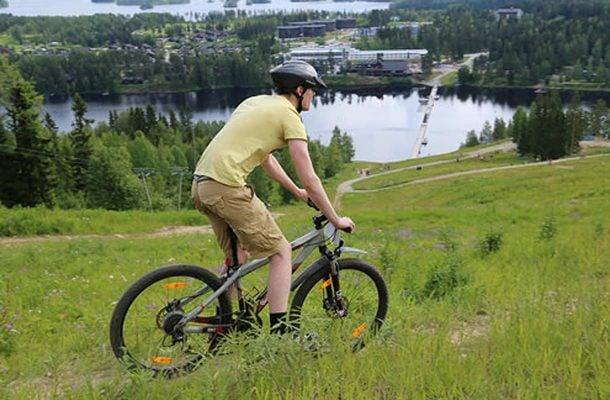 maastopyöräilijiä
