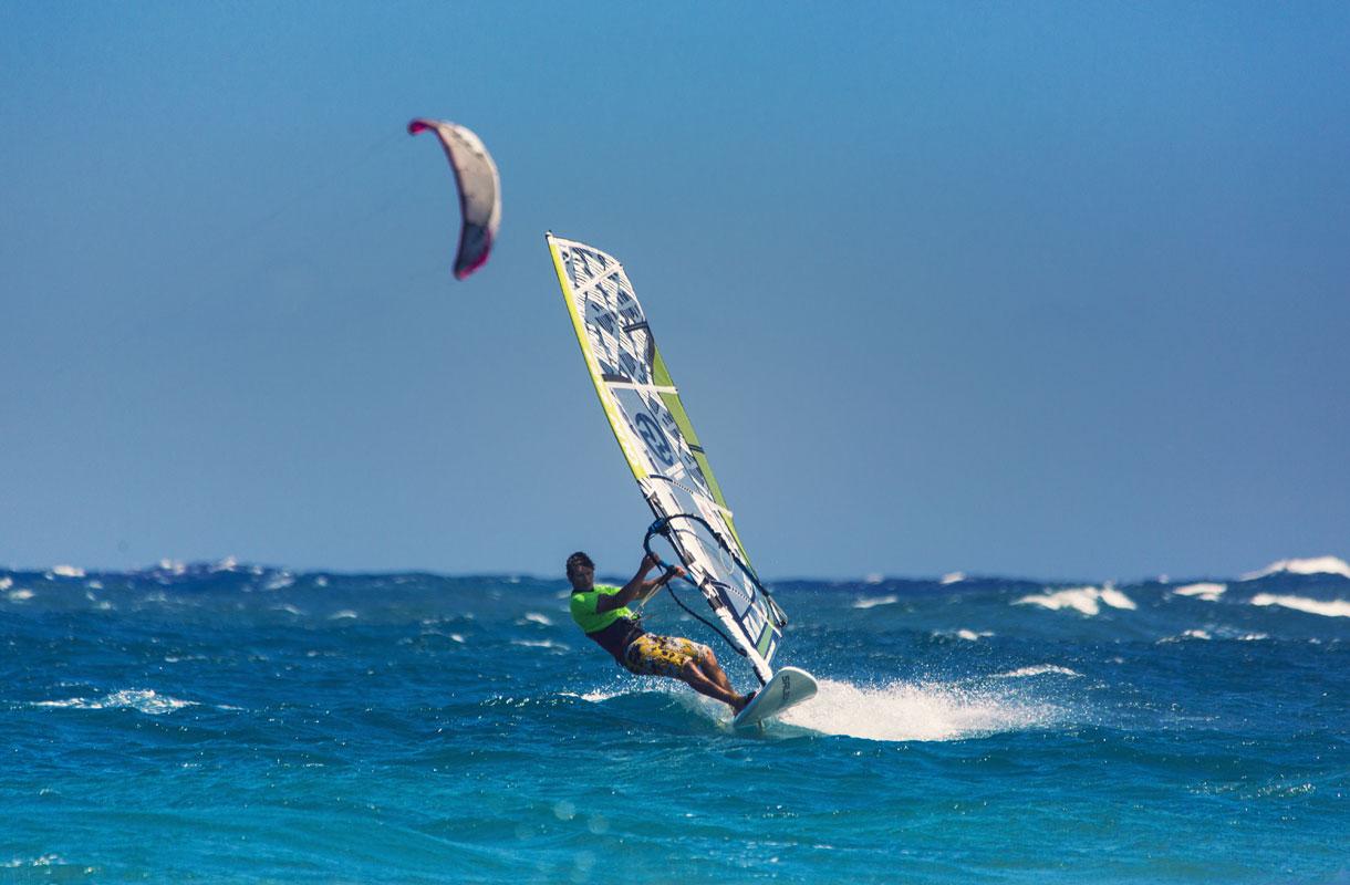 Windsurfing eli purjelautailu on suosittua Teneriffalla