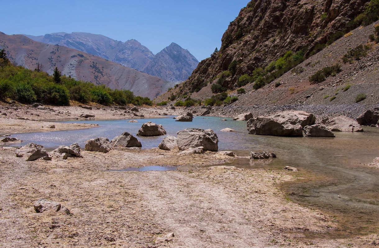 Tadžikistanin Anzob-tunneli tunnetaan kuoleman tunnelina