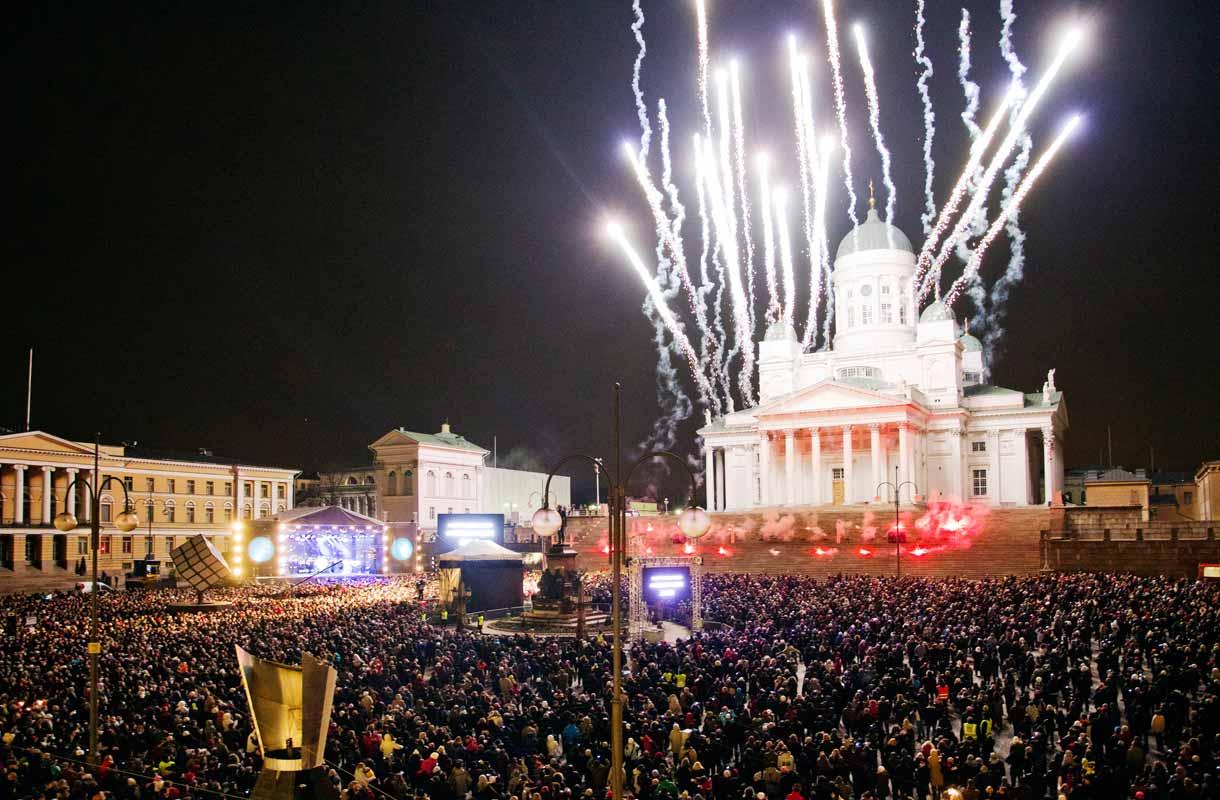 Ilotulitusta Helsingin Kansalaistorilla seurasi kaikkiaan 85 000 ihmistä