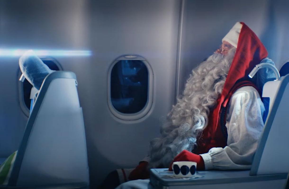 Joulupukki lentokoneessa