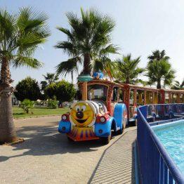 Aquashow-vesipuistossa on ihana virkistäytyä hellepäivänä.