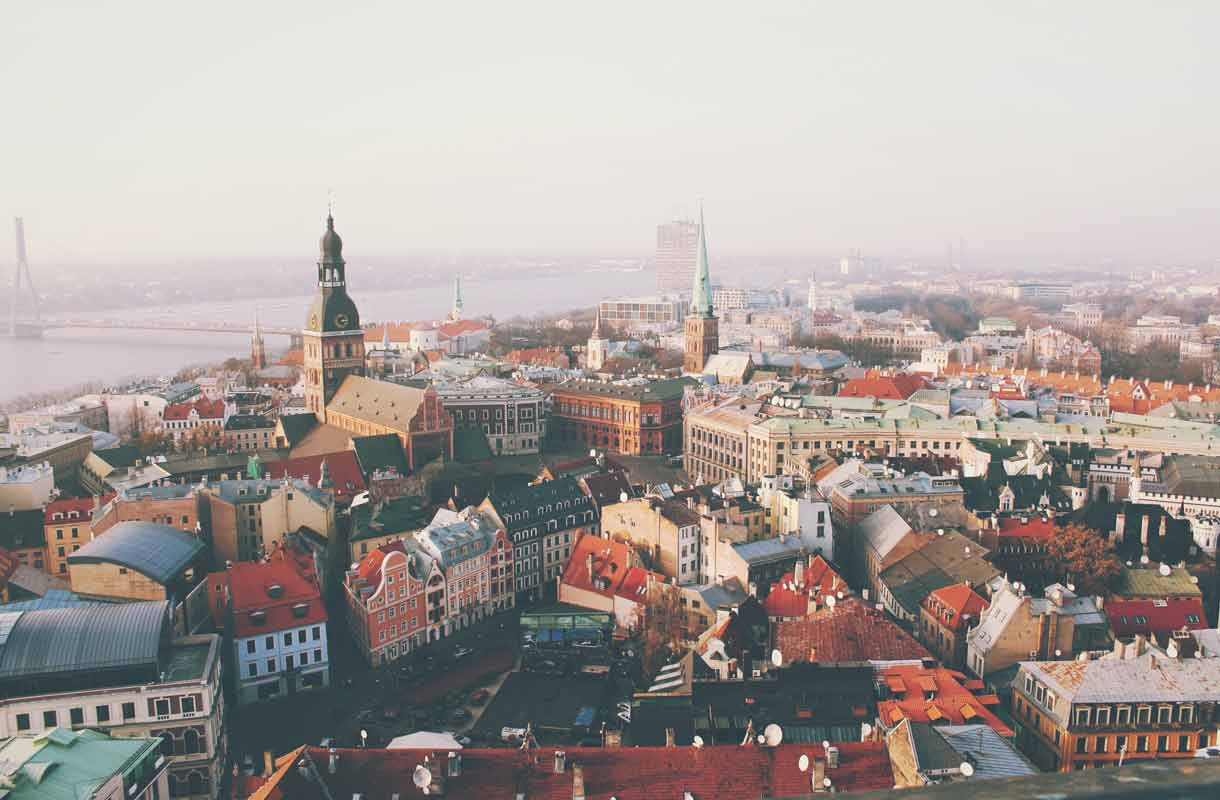 Kaunis Riika on lyhyen lentomatkan päässä Helsingistä.
