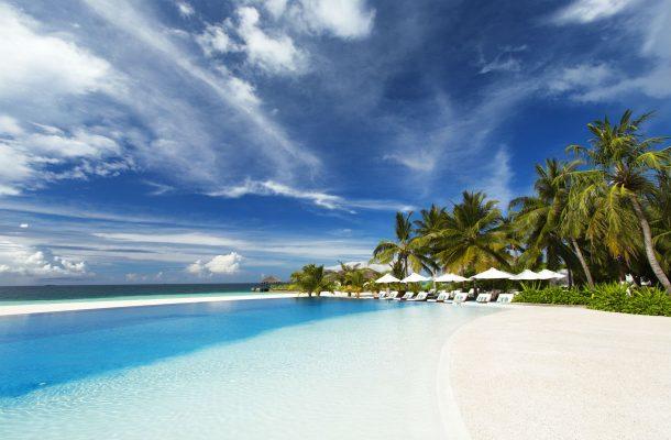 Uima-allas Velassarun hotellin korallisaarella