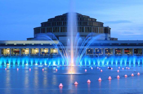 Wroclawin Centennial Hall ja suihkulähde