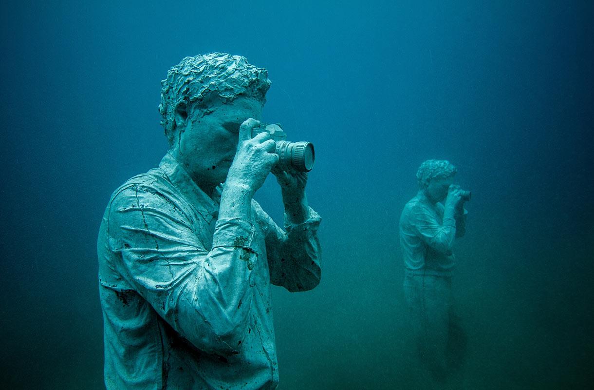 Museo Atlanticon veistokset kuvaavat ihmisiä arkisissa toimissaan