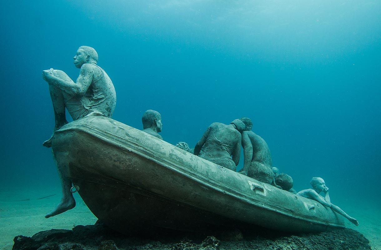 Teos Raft of Lampedusa kuvaa pakolaisia