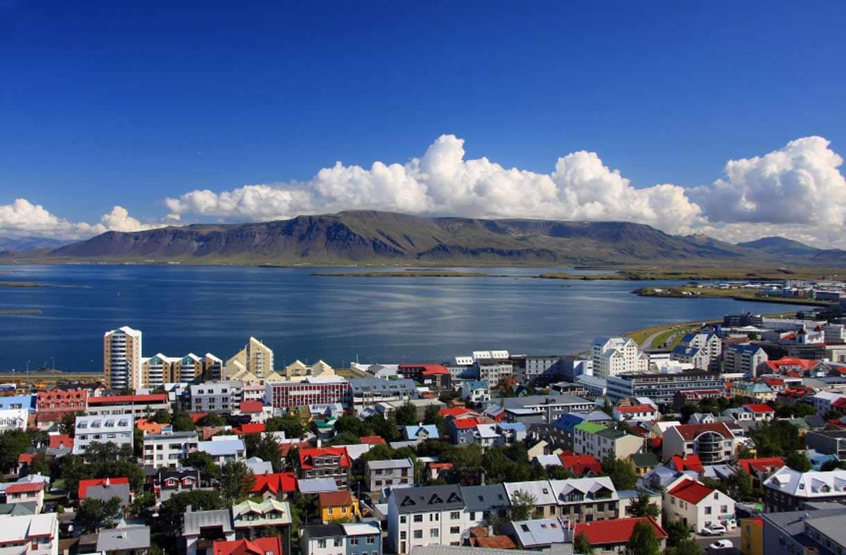 Reykjavikin kaupunkikuva on värikästä.