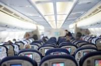 Lentokoneen turistiluokan matkustamo