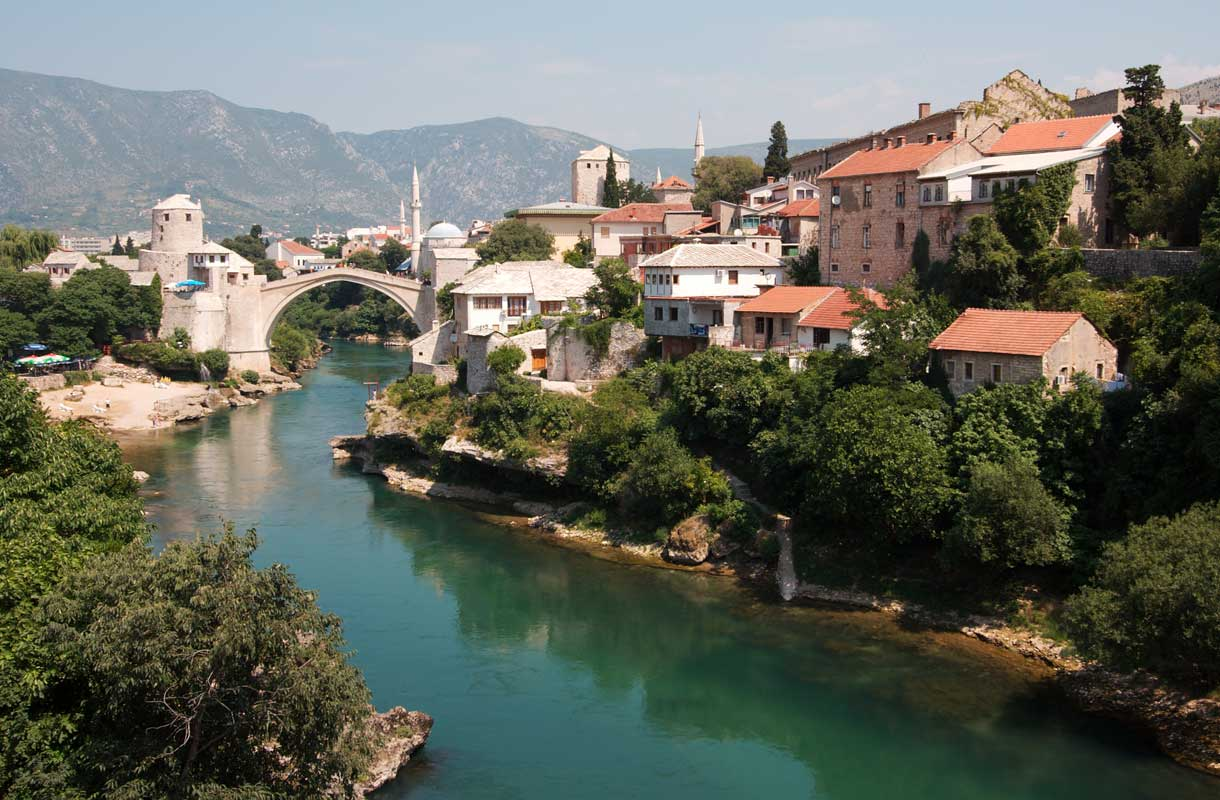 Stari Most -silta tuhoutui Bosnian sodan aikana, mutta on sittemmin entisöity
