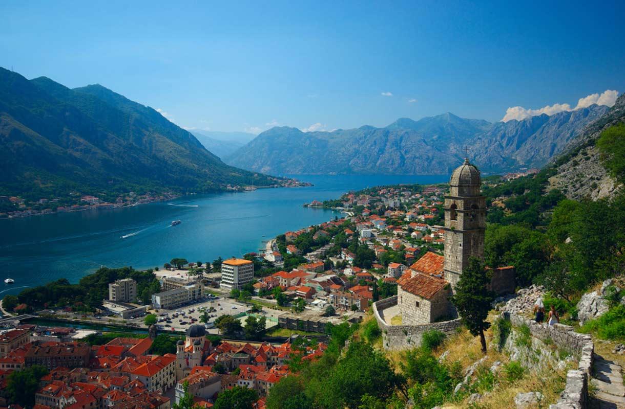 Kuvankaunis Kotorinlahti sijaitsee Montenegrossa.