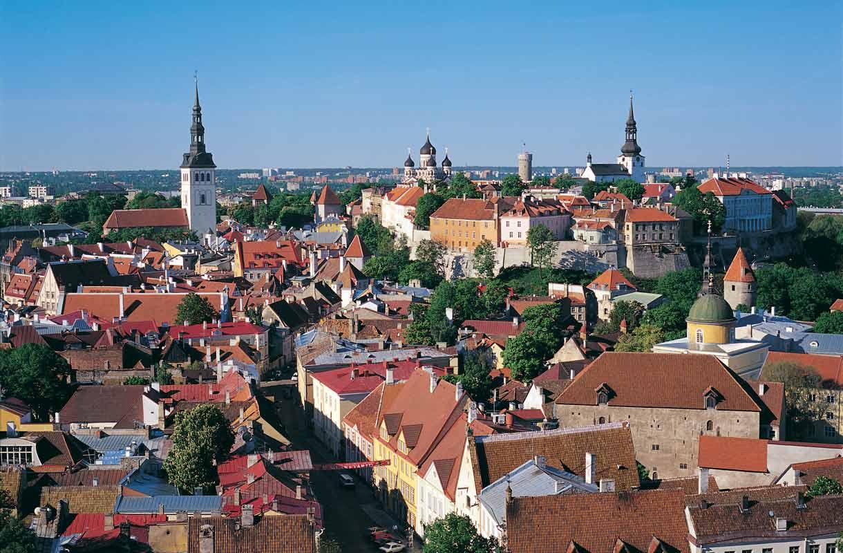 Tallinnan vanhakaupunki on kaupungin tunnetuin nähtävyys.