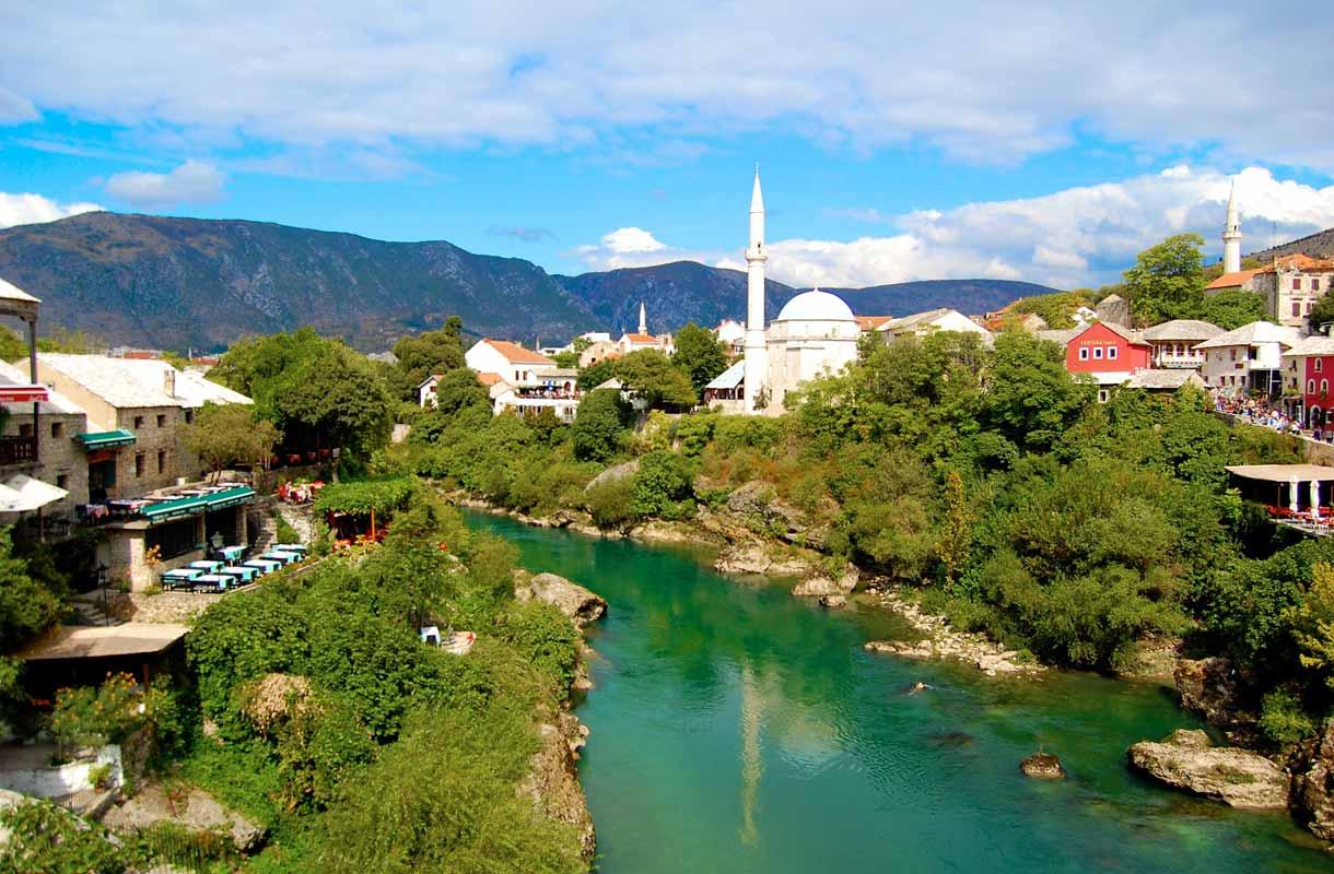 Bosnia-Hertsegovinan maisemissa mieli lepää.